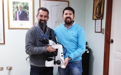 Convenio para la entrega de 10 microscopios para el Consejo Regional Chiloé